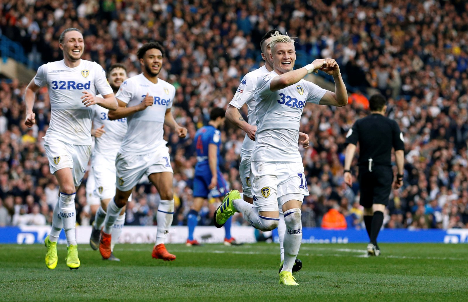 Holy Jesus', 'Great ball' – Loads of Leeds fans react to fan